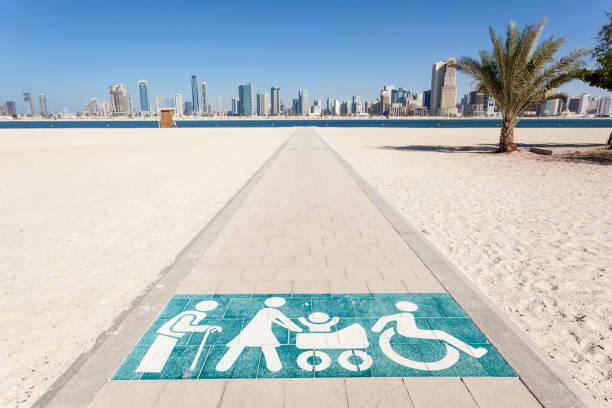 al mamzar beach in dubai, vereinigte arabische emirate - dubai urlaub stock-fotos und bilder