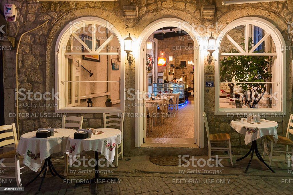 Alacati restaurant in night foto