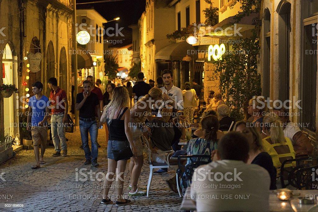 Alacati Street  in night foto