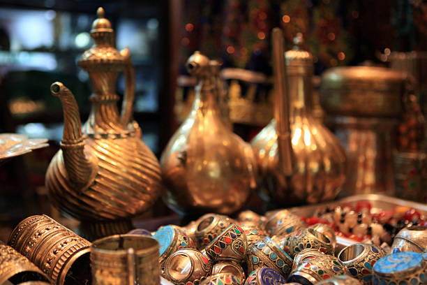 aladdin schatz - porzellan schmuck stock-fotos und bilder