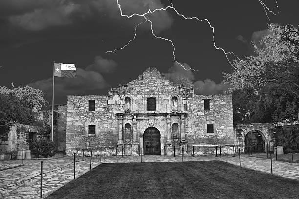 alamo in san antonio,texas - the alamo stock photos and pictures