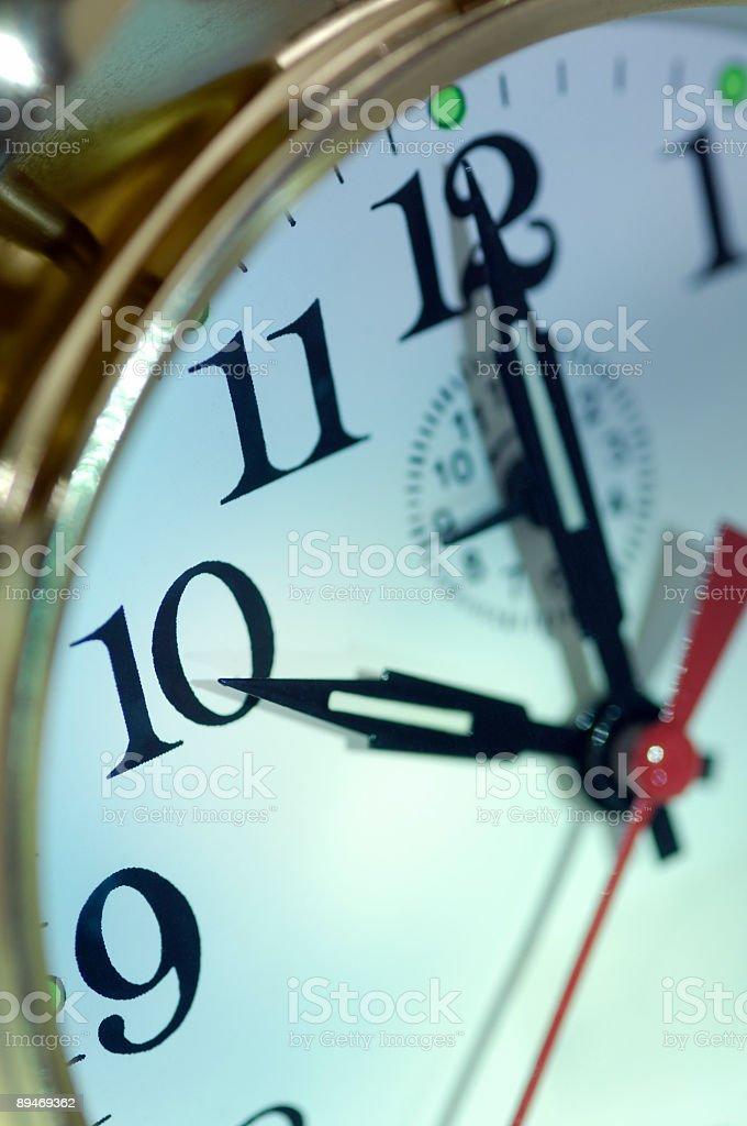 Orologio sveglia con dieci o ´ clock foto stock royalty-free