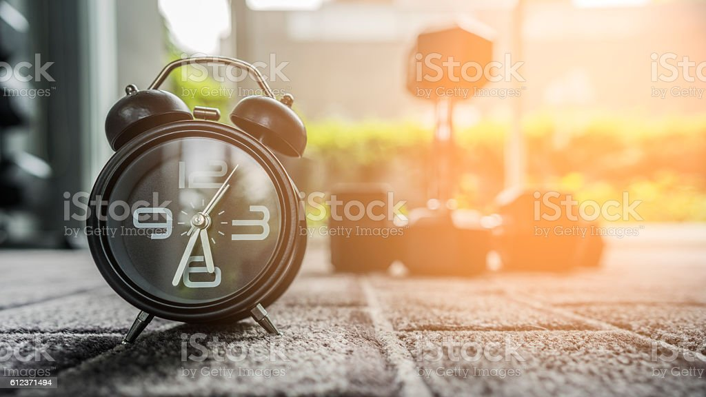 Alarm clock in fitness room - foto de stock