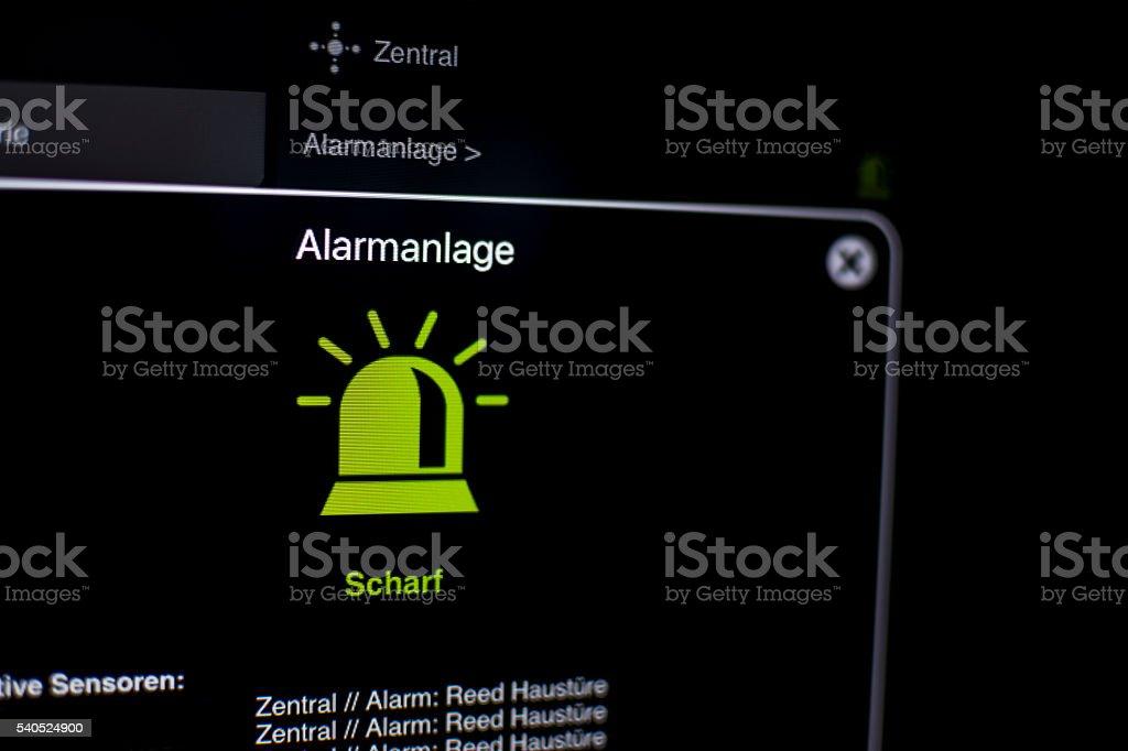 Alarmanlage Visualisierung am tablet mit smarthome stock photo