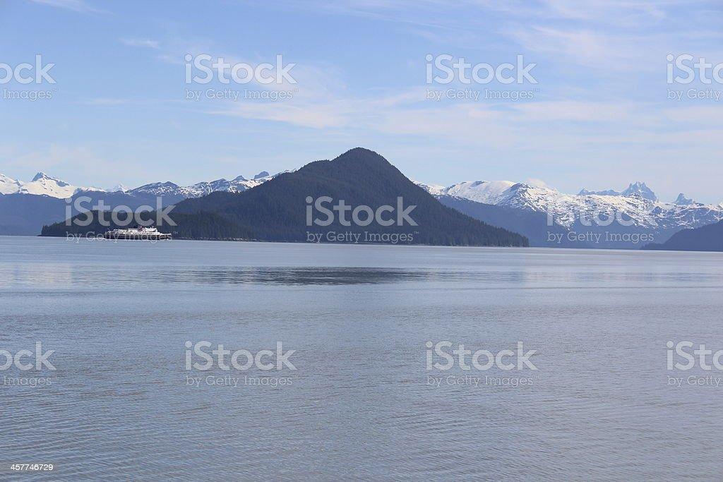 Balsa com Kadin ilha do Alasca perto de Wrangell - foto de acervo