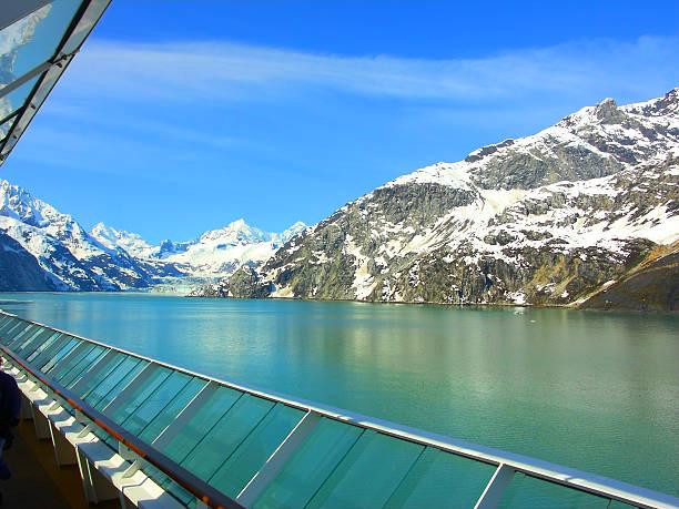 Alaska umfangreichen bergigen malerischen Ufer aus Kreuzfahrt-Schiff-Deck – Foto