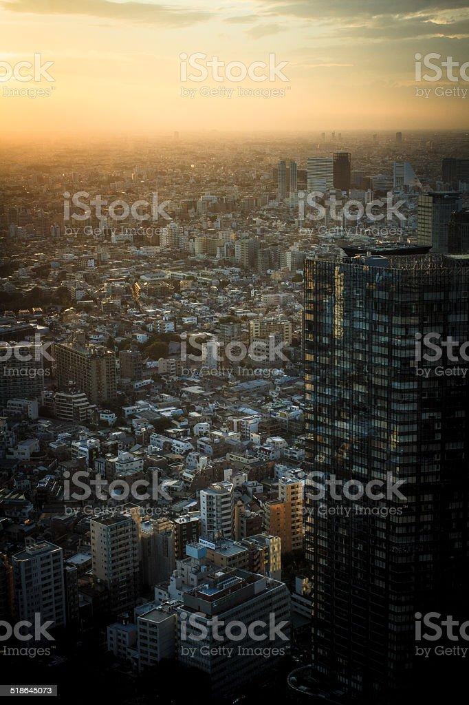 Alba sulla città - foto stock