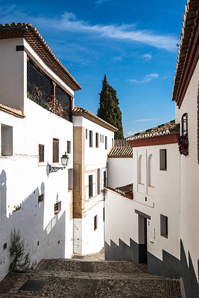 albaicin district, narrow hilly streets of granada. andalusia, spain - アルバイシン ストックフォトと画像