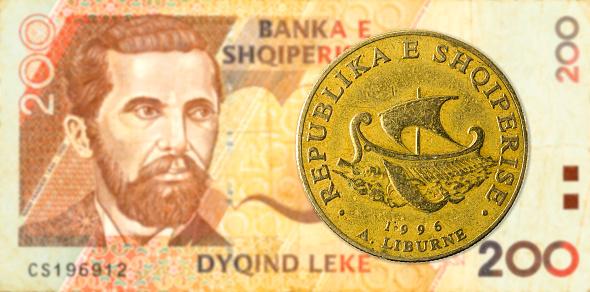 Foto de Moeda De 20 Lek Albanês Contra 200 Albanês Lek Nota De Banco e mais fotos de stock de Albânia