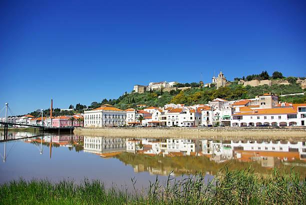 alcacer fazem sal, uma típica aldeia em portugal - setubal imagens e fotografias de stock