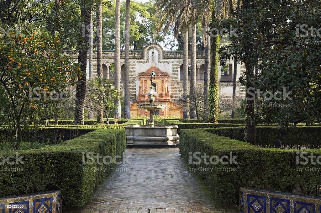 Alcázar de los jardines de Sevilla - foto de stock