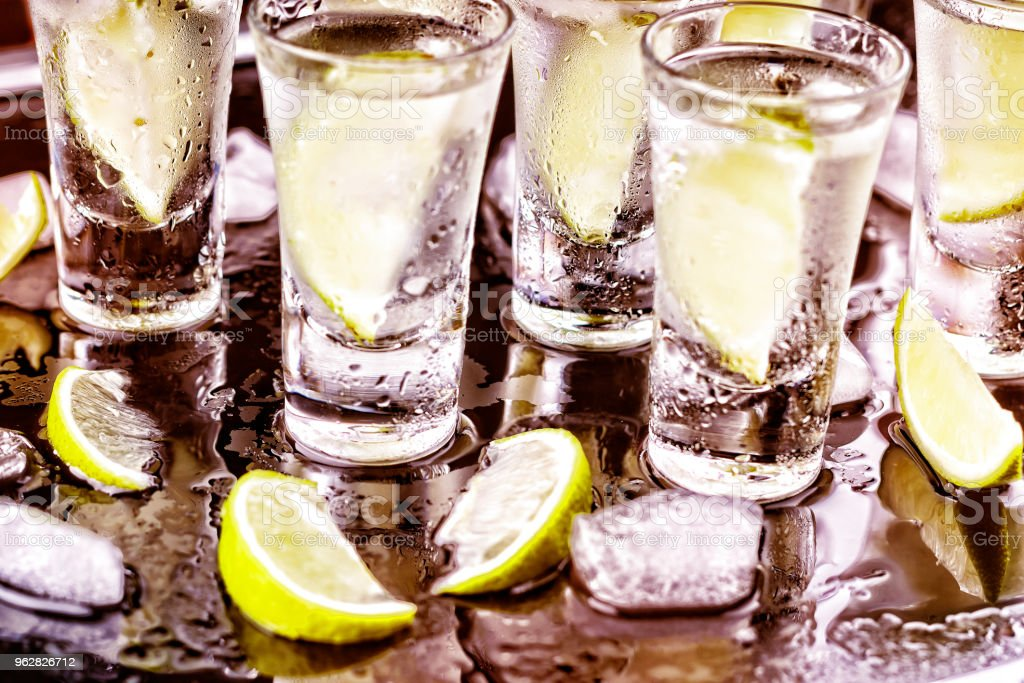 alcohol, cocktail. vodka, gin, tequila with lime. party - Foto stock royalty-free di Agave