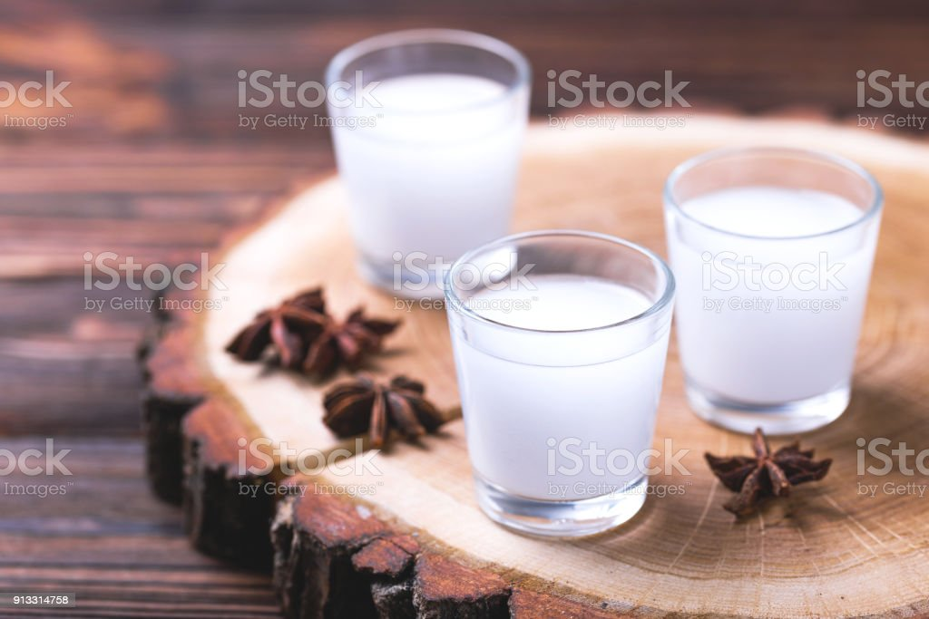 Alkohol-Raki mit Anis. Türkische, griechische Aperitif Arak, Ouzo – Foto