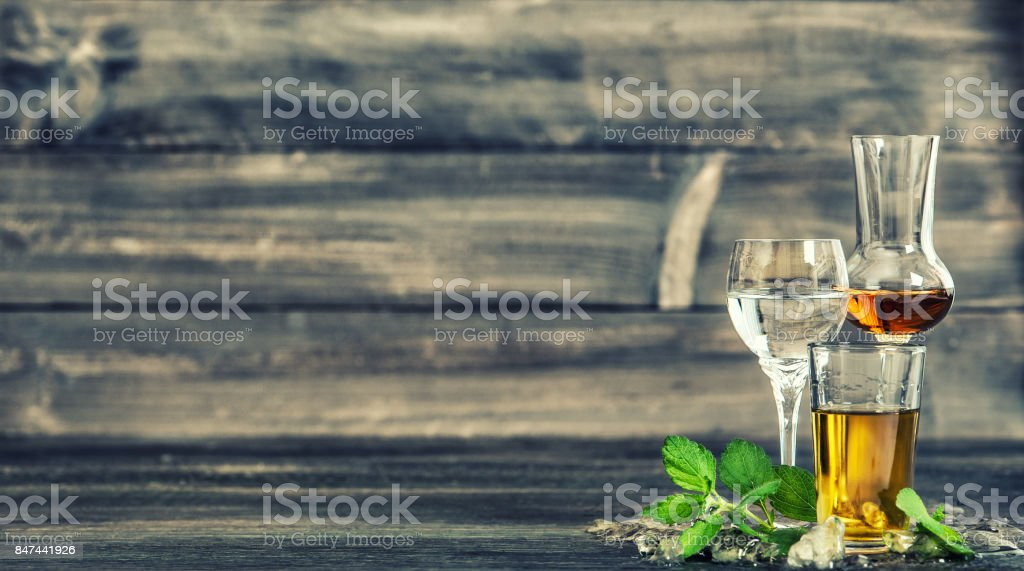 Alcoholic drinks ice mint leaves Food beverages vintage toned - foto stock