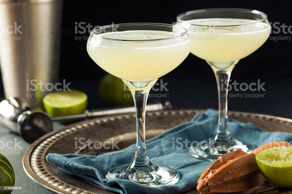 Alcoholic Lime and Gin Gimlet foto de stock libre de derechos
