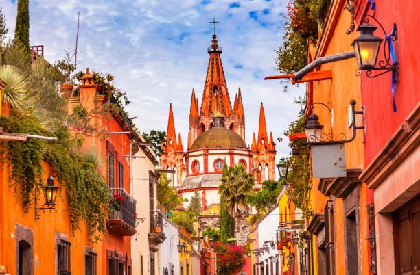 aldama street parroquia archangel church san miguel de allende mexico - mexico stock pictures, royalty-free photos & images