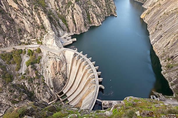 aldeadavila dam, espanha - fotos de barragem portugal imagens e fotografias de stock
