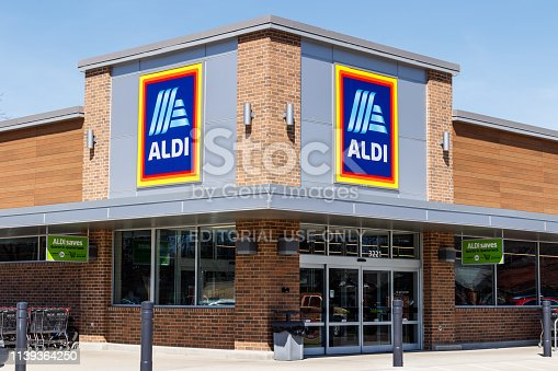 Muncie - Circa March 2019: Aldi Discount Supermarket. Aldi sells a range of grocery items, including produce, meat & dairy, at discount prices II
