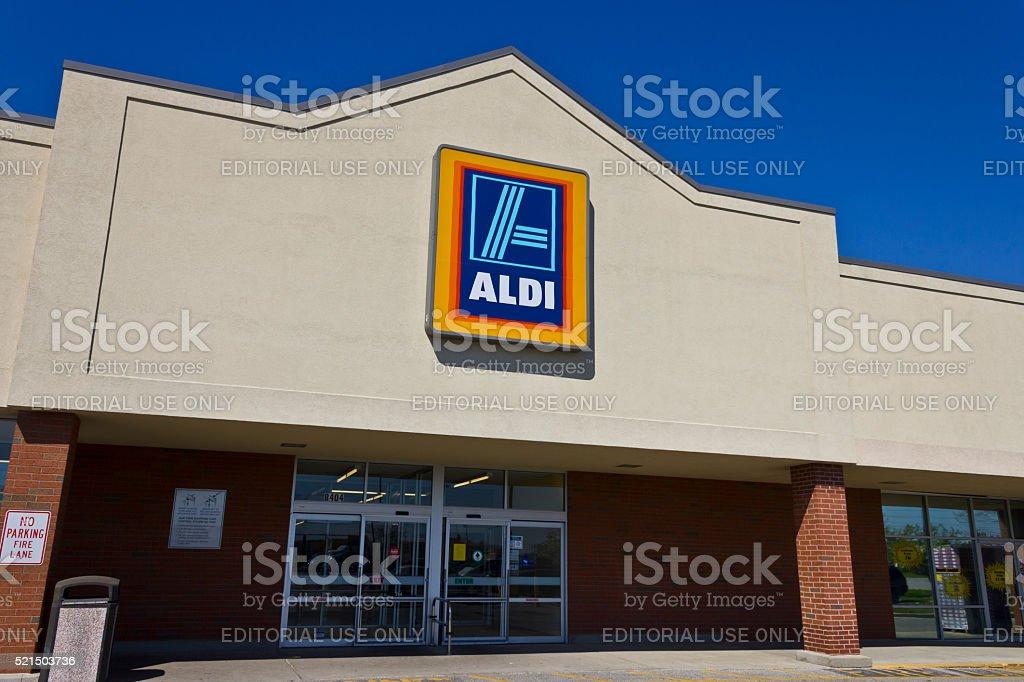 Indianapolis-abril de 2016 : Aldi descuento supermercado Me - foto de stock