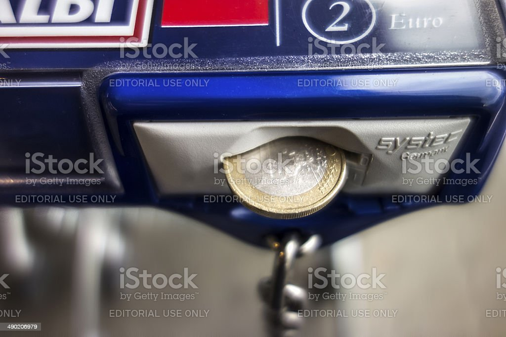 Aldi Shopping Cart With Coin Stock Photo More Pictures Of Albrecht