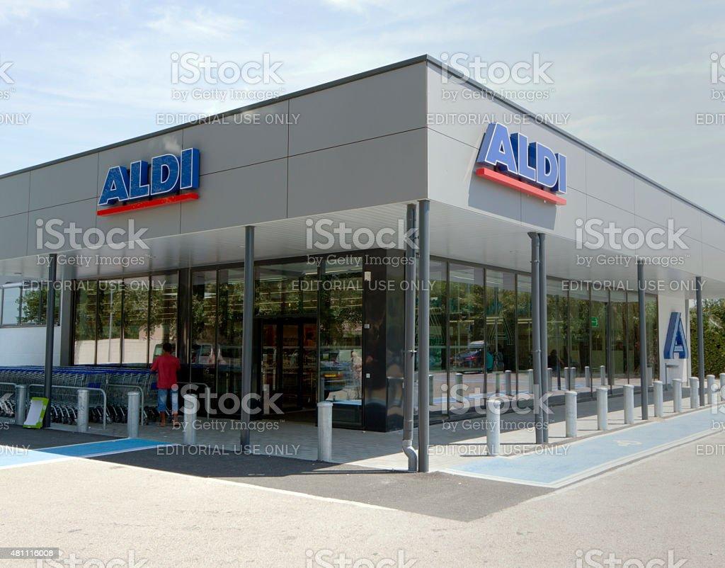 Tienda Aldi - foto de stock