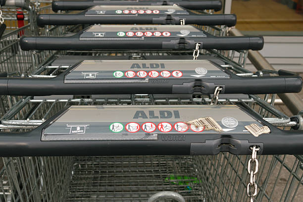 Aldi trolleys - foto de stock