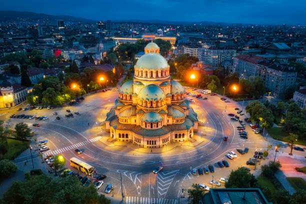 alexander nevski-kathedraal in sofia, bulgarije, genomen in mei 2019, genomen in hdr - bulgarije stockfoto's en -beelden
