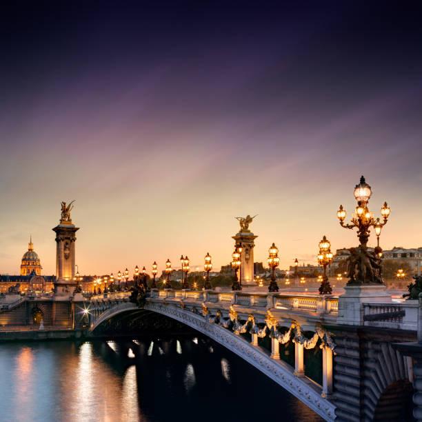 pont alexandre iii à paris, france - europe centrale photos et images de collection