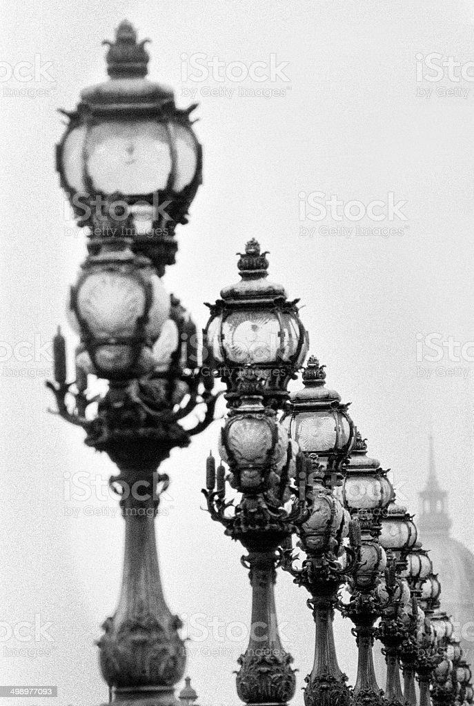 Pont Alexandre III avec Dôme des Invalides à Paris, en France. - Photo
