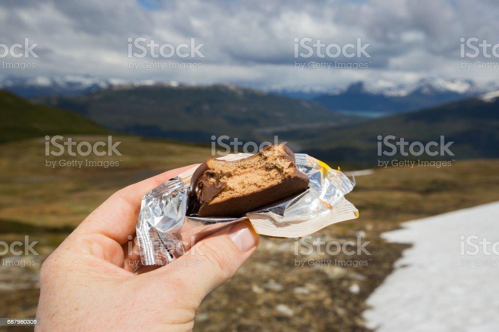 Rotura de alfajor mientras escalada Cerro Guanaco en montaña de la Patagonia de Argentina Cerro Granaco - foto de stock