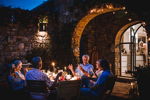 Alfresco Dining in the Evening - foto stock