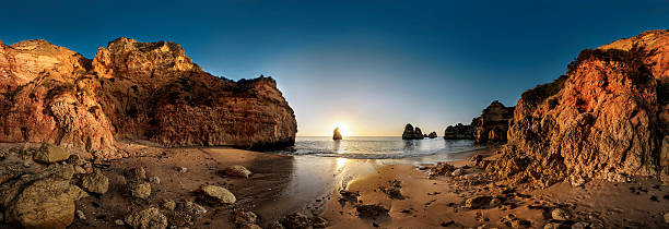 Algarve Beach with huge rocks during sunset - foto de stock