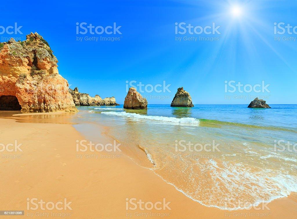 Algarve sunshiny beach Dos Tres Irmaos (Portugal) - fotografia de stock
