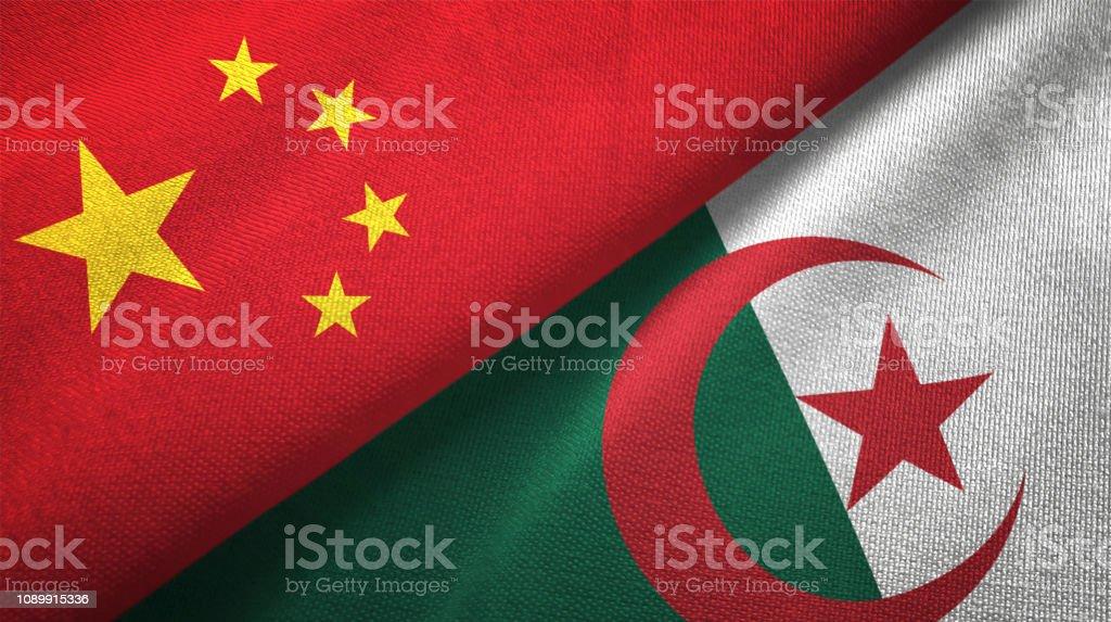 Argelia y China dos banderas juntos relaciones textil tela textura de la tela - foto de stock