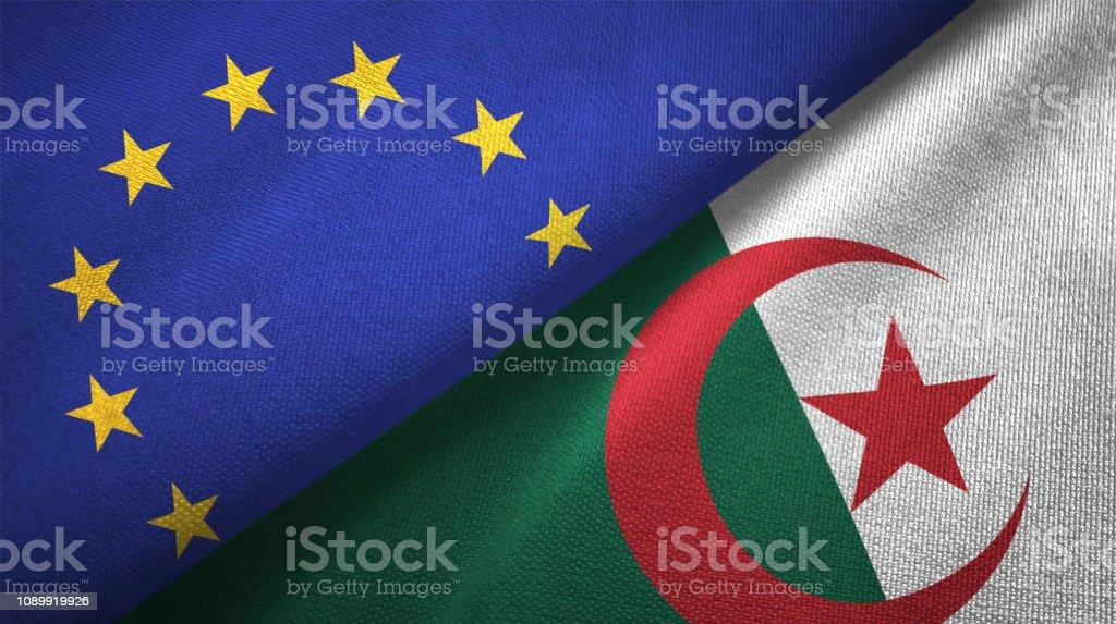 Argelia y la Unión Europea dos banderas juntos relaciones textil tela textura de la tela - foto de stock