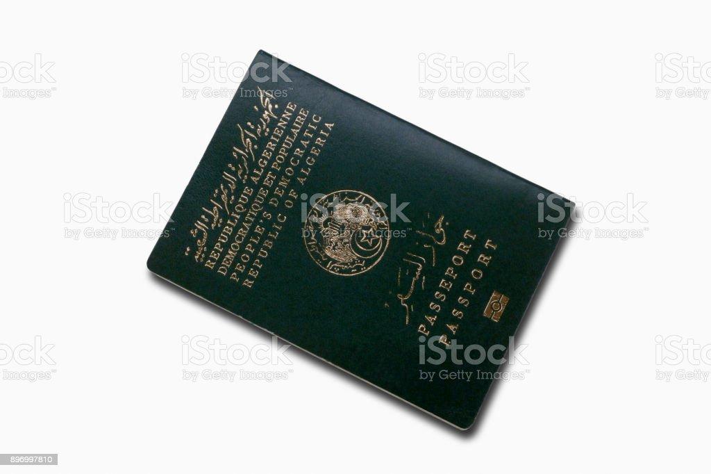 Passeport algérien isolé sur fond blanc - Photo