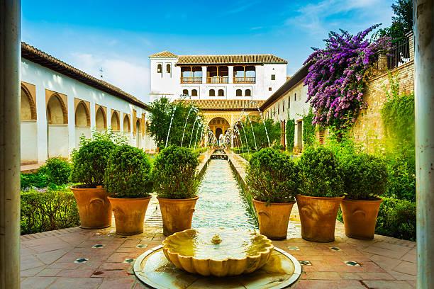アルハンブラ庭園 - アルハンブラ ストックフォトと画像