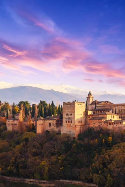 グラナダでは、アルハンブラ宮殿、スペイン - スペイン グラナダ ストックフォトと画像