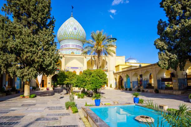 santuario del acebo de ali ibn hamzeh en shiraz, irán - andalusian flag fotografías e imágenes de stock