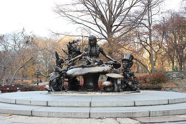 Alice in Wonderland estatua en Central Park - foto de stock
