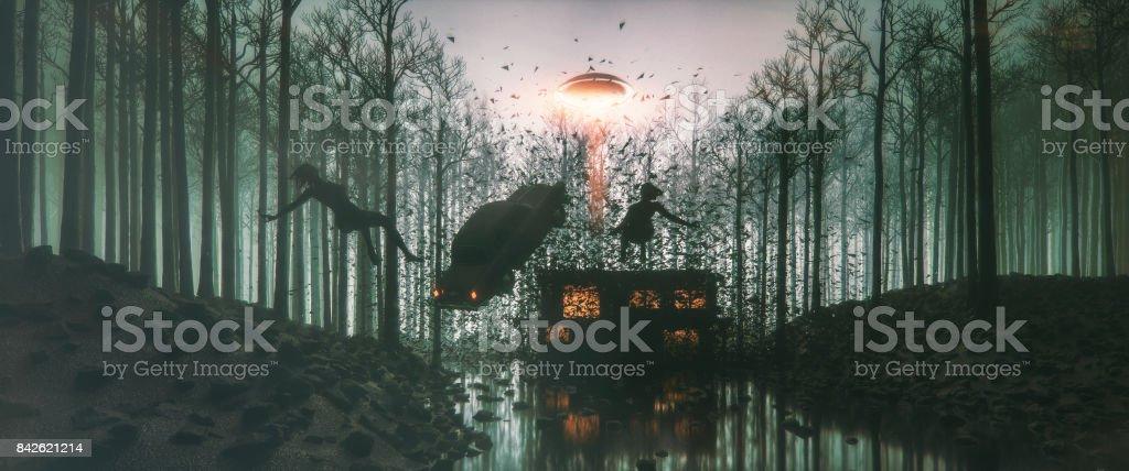 Abdução alienígena no meio da noite - foto de acervo