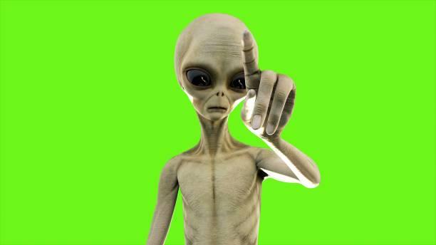 alien op de knop drukt op groen scherm. 3d-rendering - buitenaards wezen stockfoto's en -beelden