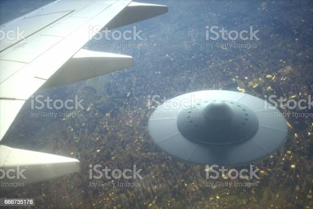 Alien spaceship on earth picture id666735176?b=1&k=6&m=666735176&s=612x612&h=tb1bh9mw51ftil4m7ilnemata f 9ooldvzbh39wjke=