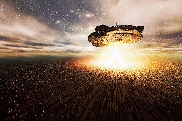 extraterrestre ovni plane sur des masses de personnes, enlèvement, invasion - vaisseau spatial photos et images de collection