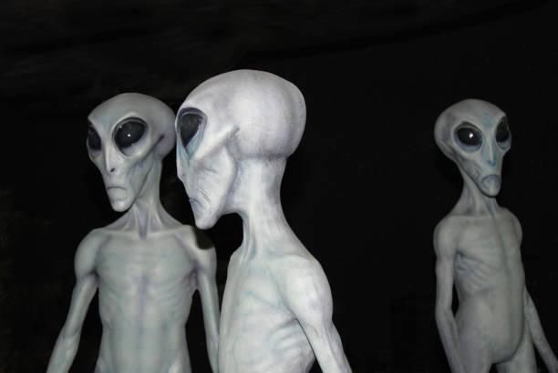vreemdelingen - buitenaards wezen stockfoto's en -beelden