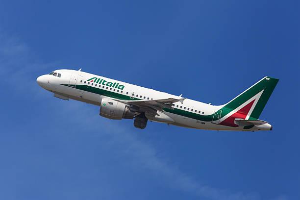 Alitalia Airbus A319 - foto de acervo
