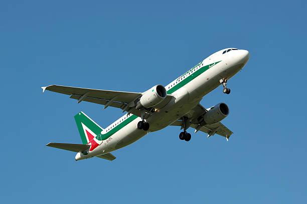 Alitalia Airbus A320 - foto de acervo