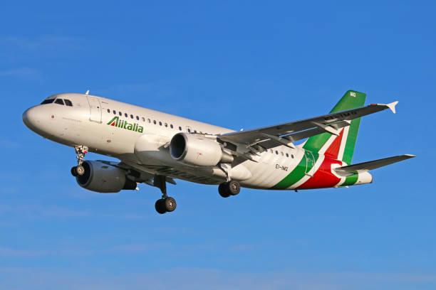 Alitalia aircraft - foto de acervo