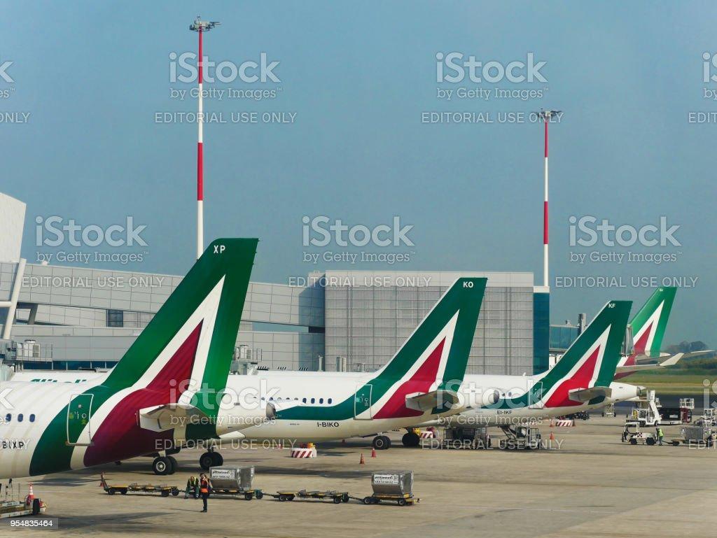 Alitalia Airline Airplanes parked at Leonardo da Vinci Airport - foto stock