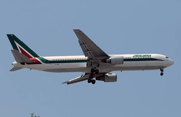 A Alitalia Boeing 767 longo alcance avião a jato - foto de acervo